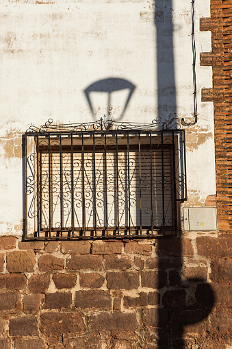 Camino De Santiago「Detailed shadow of a lamp on a wall Azofra, La Rioja, Spain」:スマホ壁紙(17)