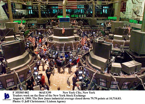 Dow Jones Industrial Average「New York Traders Work On The Floor Of The New York Stock Exchang」:写真・画像(4)[壁紙.com]