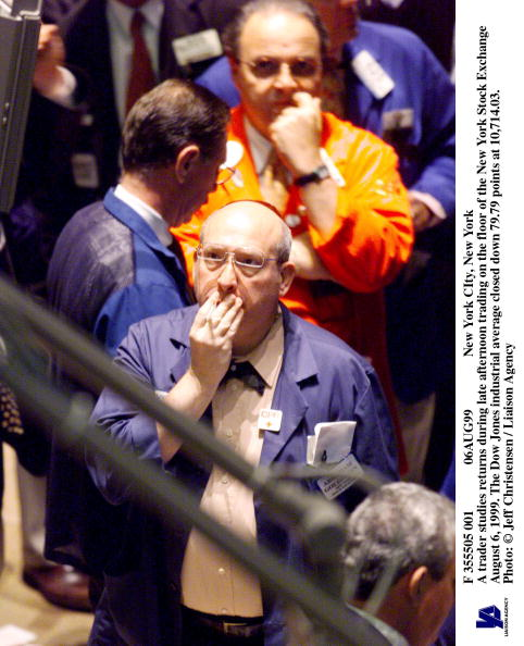 Dow Jones Industrial Average「New York A Trader Studies Returns During Late Afternoon Trading」:写真・画像(10)[壁紙.com]