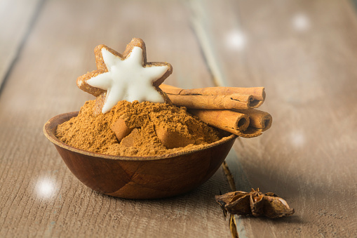 Star Anise「Bowl of cinnamon powder decorated with cinnamon star and cinnamon sticks」:スマホ壁紙(18)