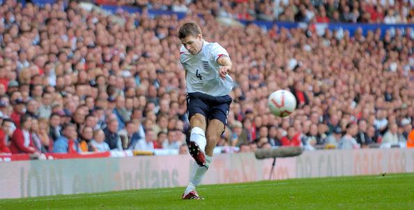 Kicking「England v Andorra UEFA European Championship at Old Trafford 2006」:写真・画像(14)[壁紙.com]