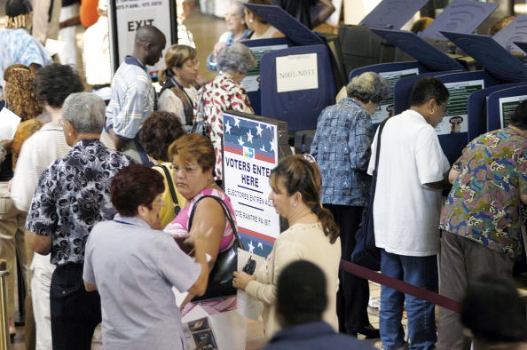 Latin American and Hispanic Ethnicity「Latino Voters Go To The Polls Early In Florida」:写真・画像(9)[壁紙.com]