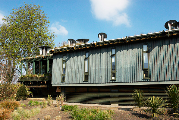 Duct「CUE (Centre for Understanding the Environment) building at the Horniman Museum which incorporates passive ventilation and has a grass roof, Forest Hill, South East London, UK」:写真・画像(8)[壁紙.com]