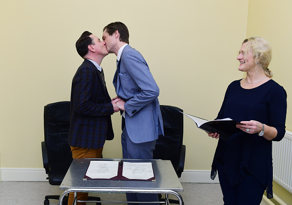 Small Office「First Same Sex Marriage Takes Place In Ireland」:写真・画像(1)[壁紙.com]