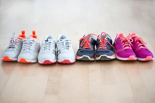 Row of four pair sneakers:スマホ壁紙(壁紙.com)