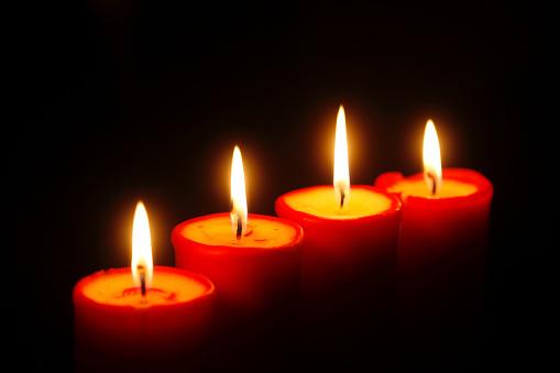 火「Row of four lighted red candles」:スマホ壁紙(9)