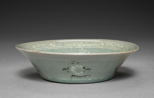 Chrysanthemum「Dish With Inlaid Chrysanthemum Design」:写真・画像(17)[壁紙.com]