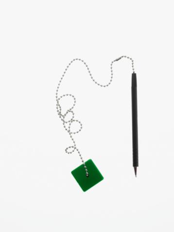 Pen「Pen on a chain」:スマホ壁紙(3)