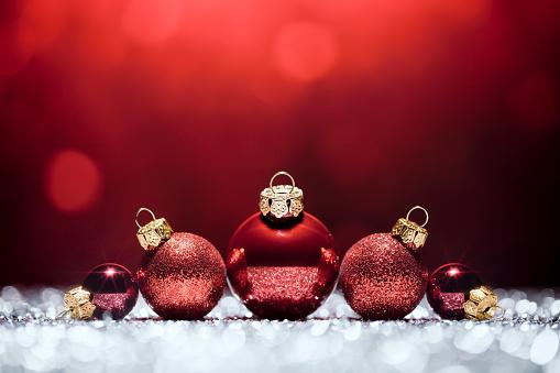 Celebration「赤のクリスマスデコレーションライト時間ボケデフォーカスの装飾ホワイト」:スマホ壁紙(8)