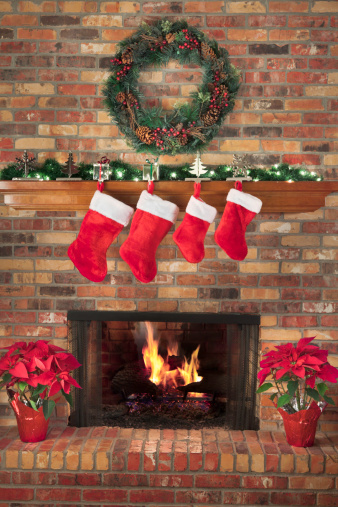 Poinsettia「Red Christmas Stockings Fireplace Fire Wreath Poinsettias Mantel Decorations Hearth」:スマホ壁紙(13)