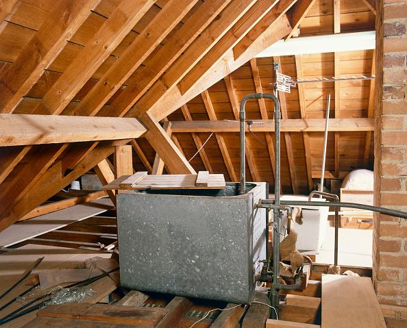 Loft Apartment「Central heating water tank in loft」:写真・画像(9)[壁紙.com]