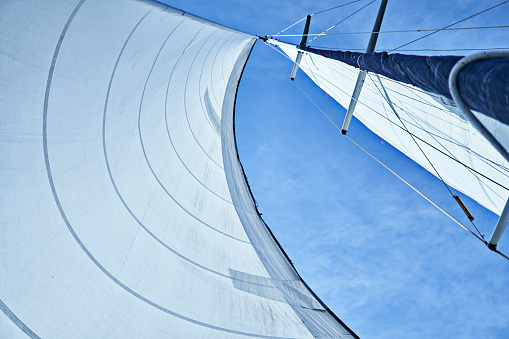 Sailboat「Sail of a yacht under the wind」:スマホ壁紙(12)
