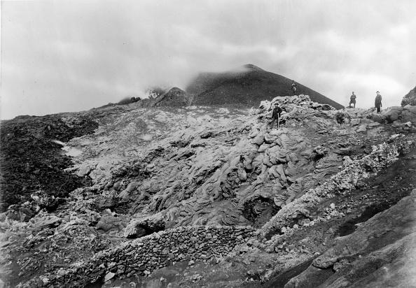 Active Volcano「Mount Vesuvius」:写真・画像(9)[壁紙.com]