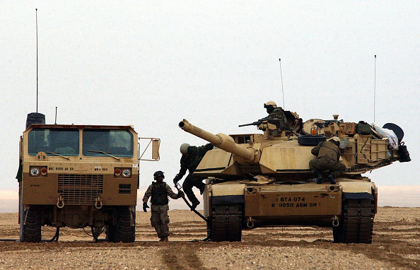 Armored Tank「U.S. Army Trains In Kuwait」:写真・画像(18)[壁紙.com]