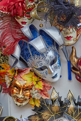 カーニバル「Venetian carnival masks on sales」:スマホ壁紙(16)