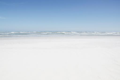 水色「Empty sandy beach」:スマホ壁紙(9)