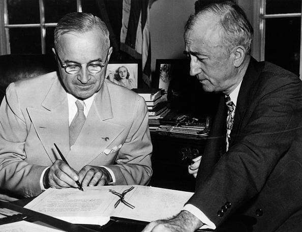 Men「Truman Signs」:写真・画像(0)[壁紙.com]
