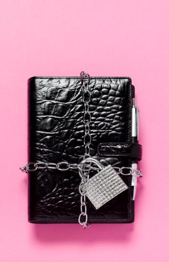 Diary「Padlocked little black book or diary」:スマホ壁紙(19)