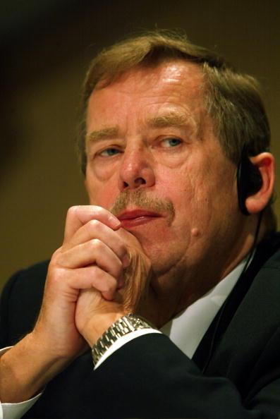 Florida International University「Czech President Vaclav Havel Visits Miami」:写真・画像(6)[壁紙.com]