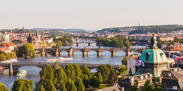 Vltava River「Czech Republic, Prague, cityscape with Charles Bridge and boats on Vltava」:スマホ壁紙(4)