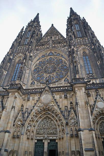 Czech Republic, Prague, St Vitus Cathedral, low angle view:スマホ壁紙(壁紙.com)