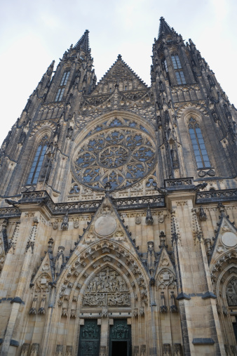 St Vitus's Cathedral「Czech Republic, Prague, St Vitus Cathedral, low angle view」:スマホ壁紙(16)