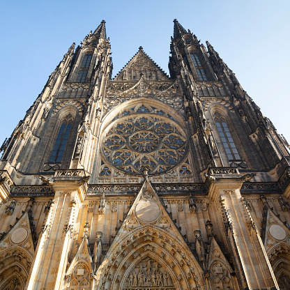 St Vitus's Cathedral「Czech Republic, Prague, Low angle view of St. Vitus Cathedral facade」:スマホ壁紙(18)