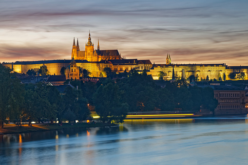St Vitus's Cathedral「Czech Republic, Prague, Prague Castle and St. Vitus Cathedral, Vlatva river in the evening」:スマホ壁紙(5)