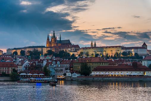 Hradcany「Czech Republic, Prague, Prague castle after sunset」:スマホ壁紙(10)