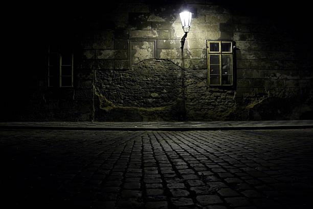 Czech Republic. Praha. Dark alley.:スマホ壁紙(壁紙.com)