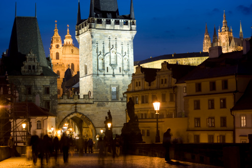 Charles Bridge「Czech Republic, Prague, Cesky Krumlov castle at dusk」:スマホ壁紙(18)