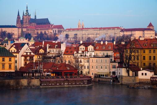 Hradcany「Czech Republic, Prague, View over Vltava River towards Prague Castle in early morning」:スマホ壁紙(17)
