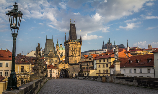 Hradcany「Czech Republic, Prague, View of Mala Strana bridge tower and Prague Castle from Charles Bridge」:スマホ壁紙(0)