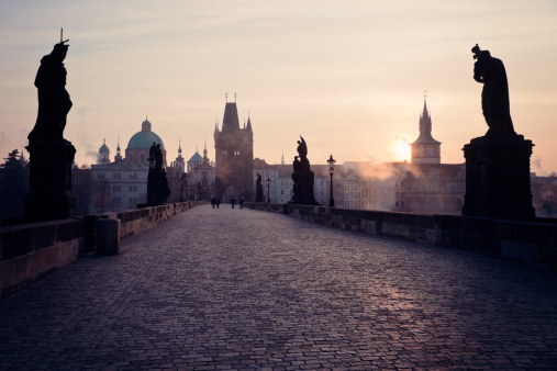 Hradcany「Czech Republic, Prague, View over Charles Bridge towards Prague Castle in early morning」:スマホ壁紙(18)
