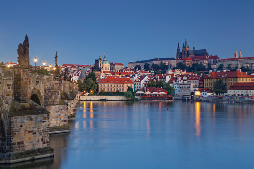Charles Bridge「Czech Republic, Prague, Old town, Charles Bridge, Prague Castle and St. Vitus Cathedral in the evening」:スマホ壁紙(5)