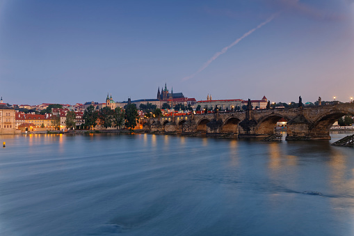 St Vitus's Cathedral「Czech Republic, Prague, Old town, Charles Bridge, Prague Castle and St. Vitus Cathedral, Vlatva river in the evening」:スマホ壁紙(13)