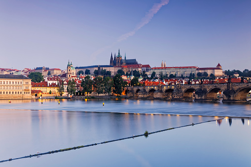 St Vitus's Cathedral「Czech Republic, Prague, Old town, Charles Bridge, Prague Castle and St. Vitus Cathedral, Vlatva river in the evening」:スマホ壁紙(19)