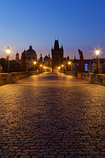 Charles Bridge「Czech Republic, Prague, Old town, Charles Bridge and Old Town Bridge Tower in the evening」:スマホ壁紙(17)