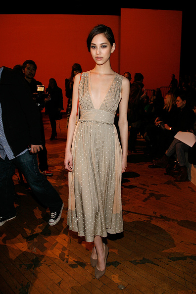 Kiko Mizuhara「Marc By Marc Jacobs - Front Row & Backstage - Fall 2011 Mercedes-Benz Fashion Week」:写真・画像(11)[壁紙.com]