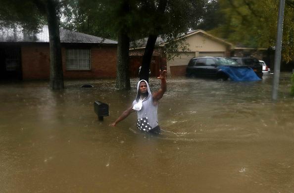 波「Epic Flooding Inundates Houston After Hurricane Harvey」:写真・画像(3)[壁紙.com]