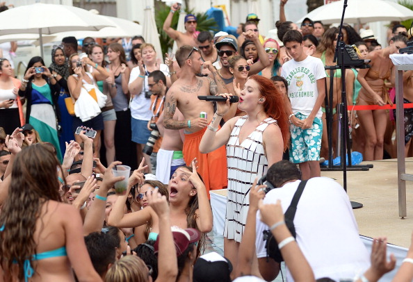 Gustavo Caballero「iHeartRadio Ultimate Pool Party Presented By VISIT FLORIDA At Fontainebleau's BleauLive - Pool Stage Show」:写真・画像(1)[壁紙.com]