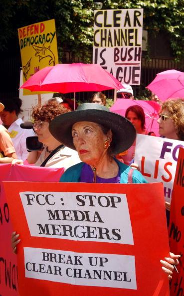Binary Code「Code Pink Protests Media Deregulation」:写真・画像(7)[壁紙.com]