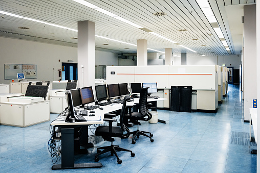 Data Center「Shot Of Empty Printing Factory Control Room」:スマホ壁紙(10)