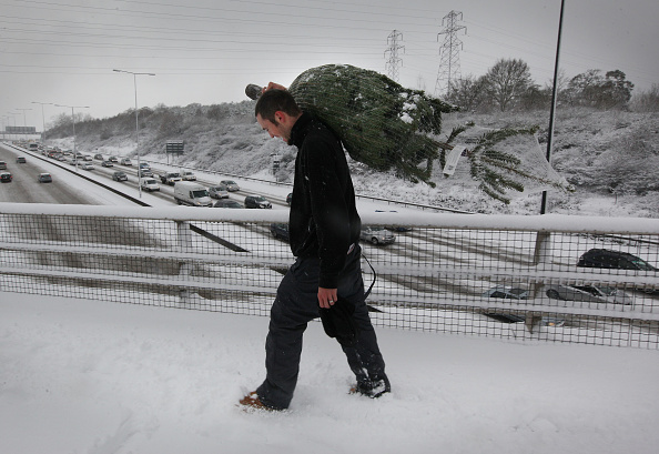 Christmas Decoration「Snowfall Continues To Bring Chaos To The UK」:写真・画像(2)[壁紙.com]