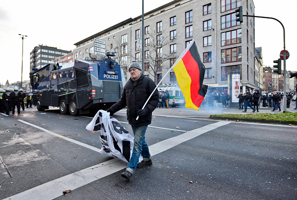 North Rhine Westphalia「Right-Wing Groups Rally Following Cologne Sex Attacks」:写真・画像(15)[壁紙.com]
