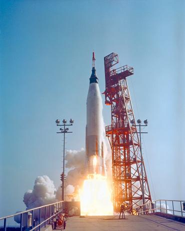 打ち上げロケット「May 15, 1963 - Mercury-Atlas 9 lifts off from its launch pad at Cape Canaveral, Florida for the nation's longest manned orbital flight.」:スマホ壁紙(4)