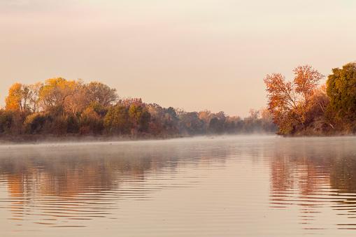 アメリカン川「American River at dawn, Sacramento, California, USA」:スマホ壁紙(3)