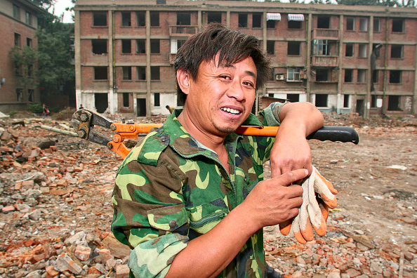 Effort「A migrant labour working on the demolition of residential housing in central Beijing」:写真・画像(8)[壁紙.com]
