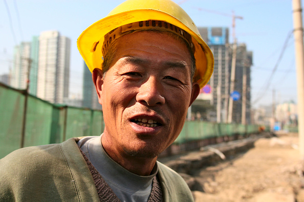 Construction Site「A migrant labour working on the widening of a road in central Beijing」:写真・画像(19)[壁紙.com]