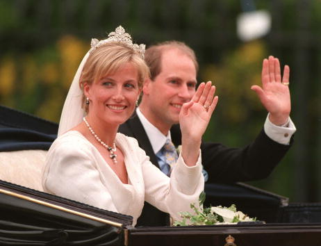 Sophie Rhys-Jones - Countess of Wessex「Britain's Prince Edward and Sophie Rhys-Jones wave」:写真・画像(2)[壁紙.com]